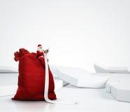 Santa Claus, die lange Liste liest stockfoto