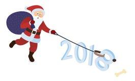 Santa Claus, die mit Hund spielt Sankt mit pawing Hund Sankt gibt seinem Haustier einen Knochen Hund als Symbol des neuen Jahres Lizenzfreie Stockbilder