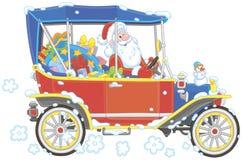Santa Claus, die sein Auto mit Weihnachtsgeschenken fährt lizenzfreie stockfotografie