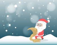 Santa Claus, die seine Liste nochmals prüft Stockbilder
