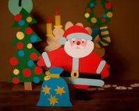 Santa Claus divertente fatta di cartone Immagini Stock