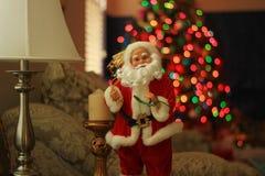 Santa Claus Doll dans un salon Photographie stock