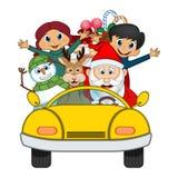 Santa Claus Driving ein gelbes Auto zusammen mit Ren, Schneemann und holt vielen Geschenk-Vektor-Illustration Stockbild