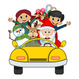 Santa Claus Driving um carro amarelo junto com a rena, boneco de neve e traz a muitos a ilustração do vetor dos presentes Imagem de Stock