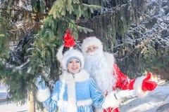 Santa claus dziewczyny śnieg obrazy royalty free