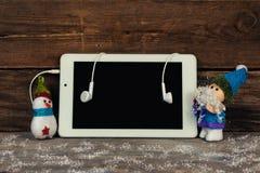 Santa Claus e boneco de neve que guardam a tabuleta Imagem de Stock