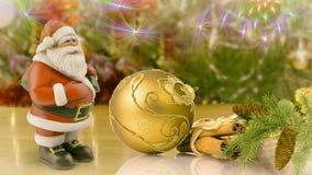 Santa Claus e decorações para a árvore de Natal Foto de Stock Royalty Free