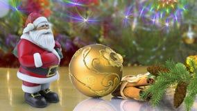 Santa Claus e decorações para a árvore de Natal Imagens de Stock
