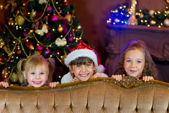 Santa Claus e grupo de meninas com presentes do Natal Foto de Stock Royalty Free