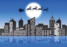 Santa Claus e a rena voam sobre a cidade para enviar o presente ao peopl ilustração do vetor