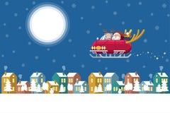 Santa Claus e Rudolph a rena vermelha do nariz que conduz um carro do trenó com os chifres dos cervos que voam sobre uma cidade d ilustração do vetor