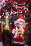 Santa Claus e vinho espumante fotos de stock