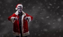 Santa Claus is een tovenaar met een schedel op Kerstmis Stock Afbeelding