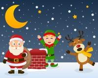 Santa Claus Elf och ren på ett tak Royaltyfria Bilder