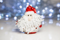 Santa Claus eller fader Frost med julljus Arkivbilder