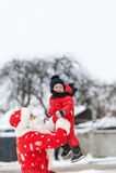 Santa Claus en de kleine jongen in openlucht royalty-vrije stock foto
