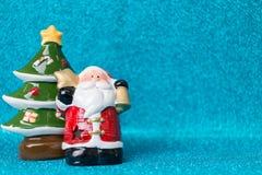Santa Claus en fondo chispeante Fotos de archivo libres de regalías