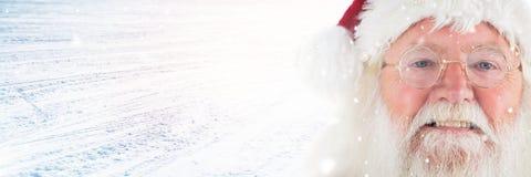 Santa Claus en hiver avec la neige Photographie stock