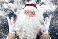 Santa Claus en la noche de la Navidad Foto de archivo