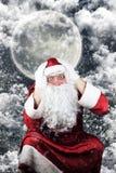 Santa Claus en la noche de la Navidad olvidó entregar presentes Fotografía de archivo