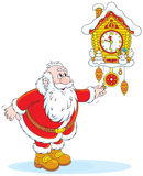 Santa Claus enrolla un cuco-reloj Imagen de archivo