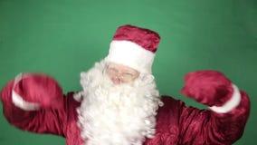 Santa Claus está bailando almacen de metraje de vídeo