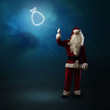 Santa Claus está guardando um saco de brilho Imagem de Stock