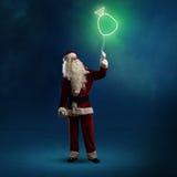Santa Claus está guardando um saco de brilho Imagens de Stock