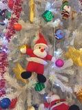 Santa Claus está na neve fotografia de stock