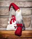Santa Claus et bonhomme de neige, décoration de Noël Images libres de droits