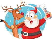 Santa Claus et son renne buvant et célébrant Noël Image stock