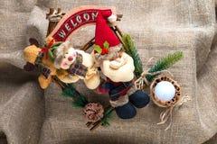 Santa Claus et un bonhomme de neige Image stock
