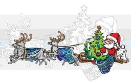 Santa Claus fährt auf einen Pferdeschlitten mit Weihnachtsbaum Stockbild