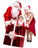 Santa Claus familj med den hållande gåvaasken för barn. Fotografering för Bildbyråer