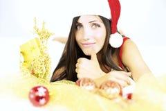 Santa Claus feliz que muestra el pulgar encima de listo para la Navidad Imágenes de archivo libres de regalías