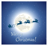 Santa Claus flyg på pulkan på himlen Royaltyfri Bild
