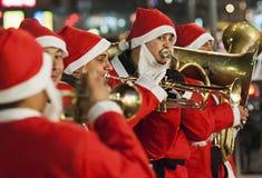 Santa Claus gioca la tromba Fotografie Stock Libere da Diritti
