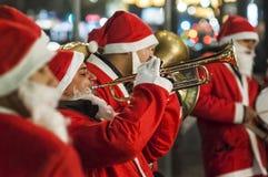 Santa Claus gioca la tromba Immagine Stock