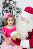 Santa Claus gives a gift Royalty Free Stock Images