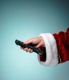Santa Claus hållande tvfjärrkontroll Arkivfoto