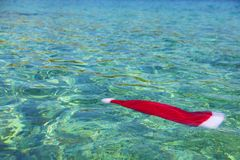Santa Claus hat in tropical sea Royalty Free Stock Photos