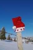 Santa Claus Hat op omheining Royalty-vrije Stock Foto's