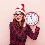 Santa Claus hatt med klockan Arkivbilder