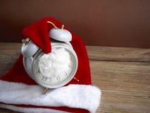 Santa Claus hatt med klockan Royaltyfri Foto