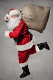 Santa Claus-het lopen stock fotografie