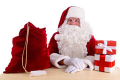 Santa Claus heureuse avec des giftboxes Photographie stock