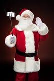 Santa Claus heureuse prenant le selfie Images libres de droits