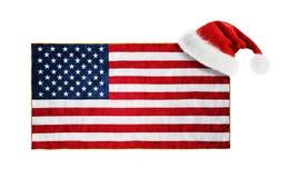 Santa Claus-hoed op de vlag die van de V.S. wordt gehangen Stock Foto's