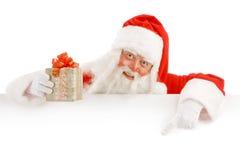 Santa Claus Holding een Reclameruimte Stock Afbeelding