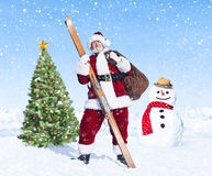 Santa Claus Holding Sack en Skis Royalty-vrije Stock Afbeelding